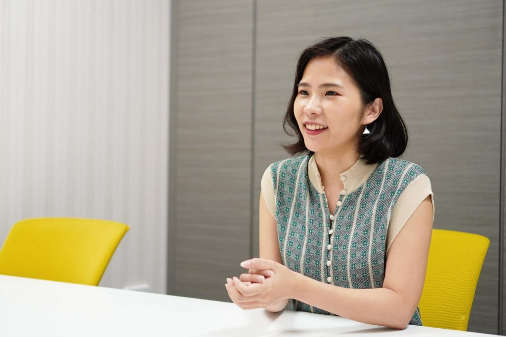 キャリア経験を共有し合う「キャリアシェア文化」を当たり前に。社会人向けOB訪問サービス「CREEDO」の顧客体験とは_インタビュー風景